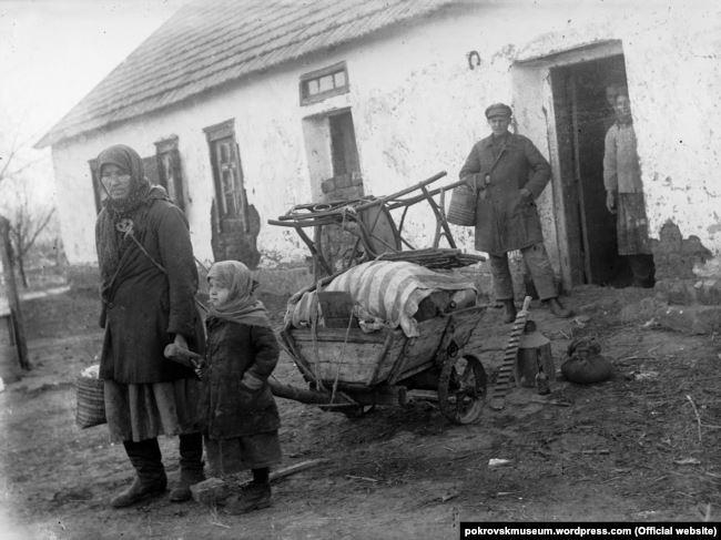Розкуркулення, 30-ті роки ХХ століття. Україна. Фото з архіву імені Пшеничного
