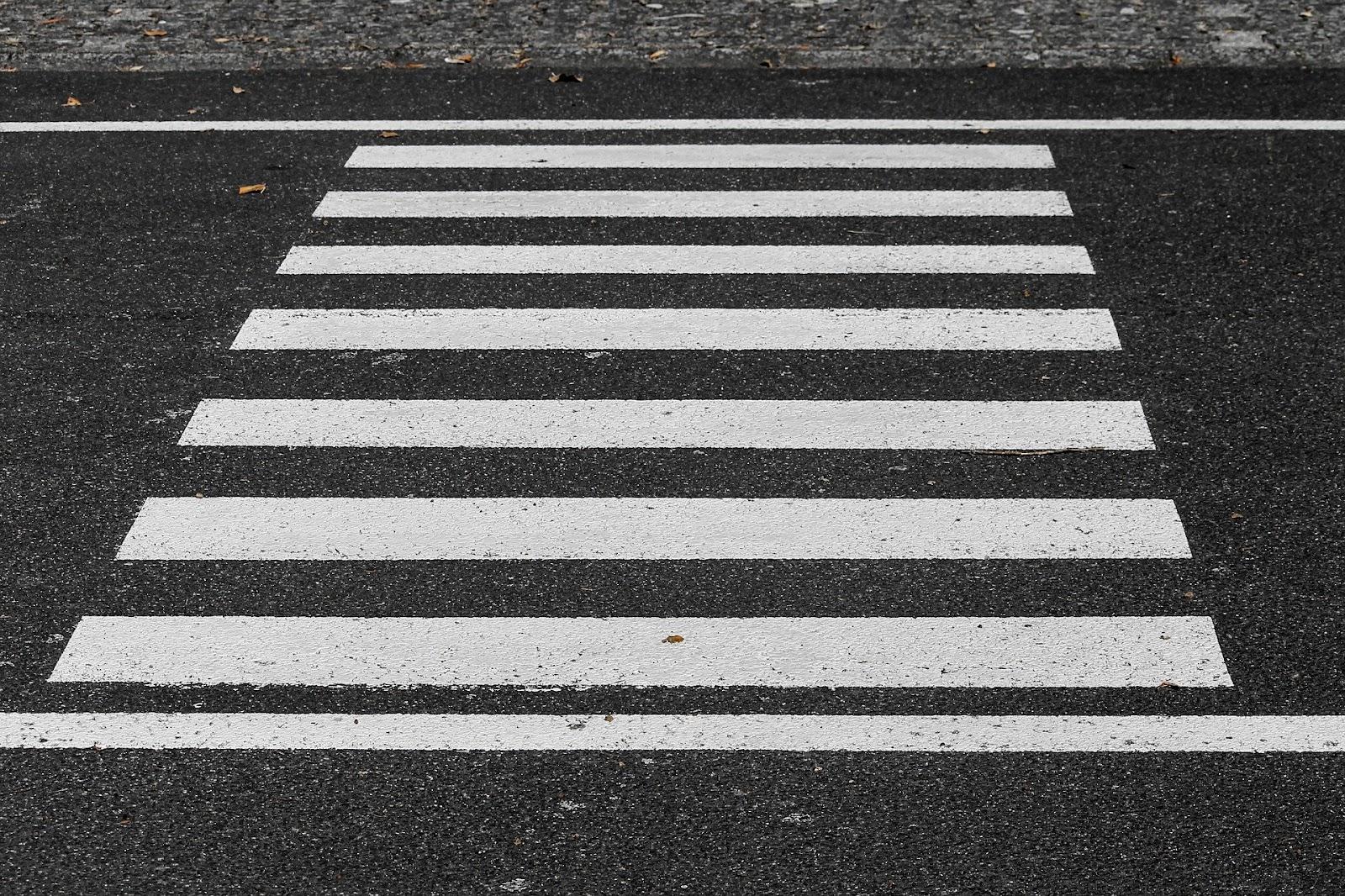 Projetos com foco na caminhabilidade devem priorizar vias exclusivas. (Fonte: Pixabay)