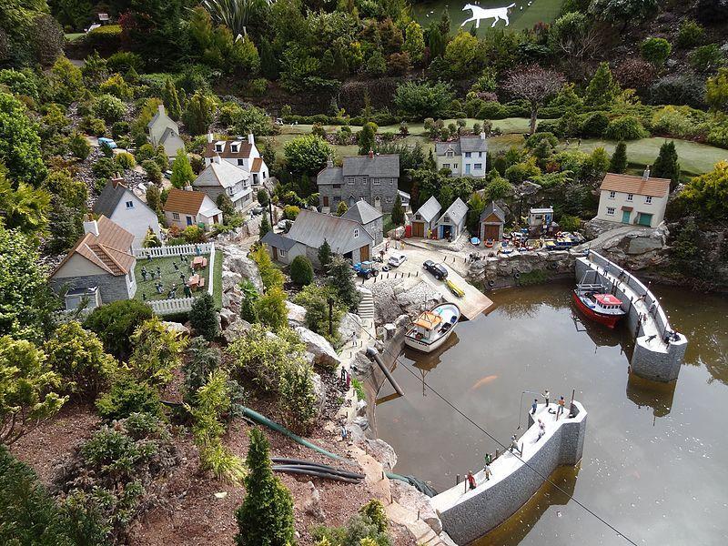 File:Babbacombe Model Village (26372479502).jpg