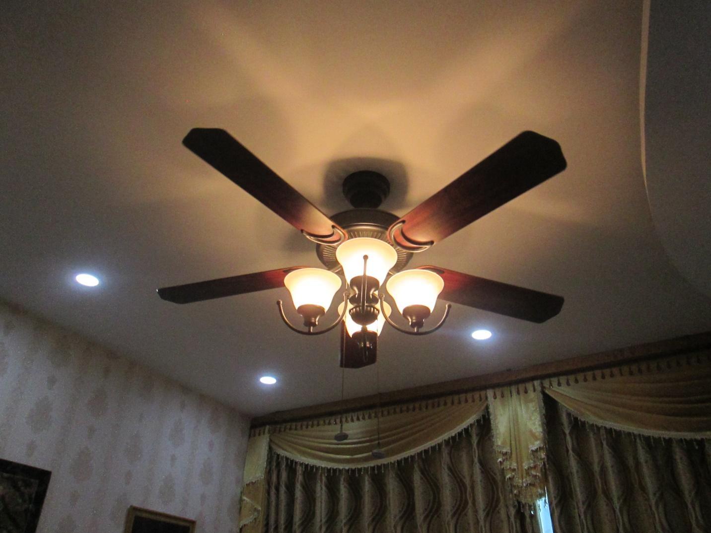 Quạt trần kèm đèn chùm đang là sản phẩm được ưa chuộng