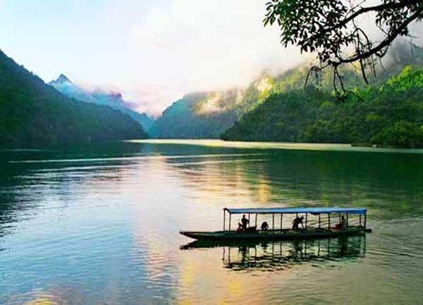 Du lịch Hồ Ba Bể từ Hà Nội - Khám phá hồ nước ngọt lớn nhất Việt Nam