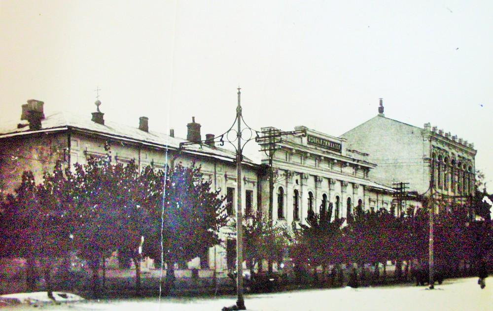 Приміщення 2-ї класичної гімназії, в якому перебувала гімназія українська. Не зберіглося