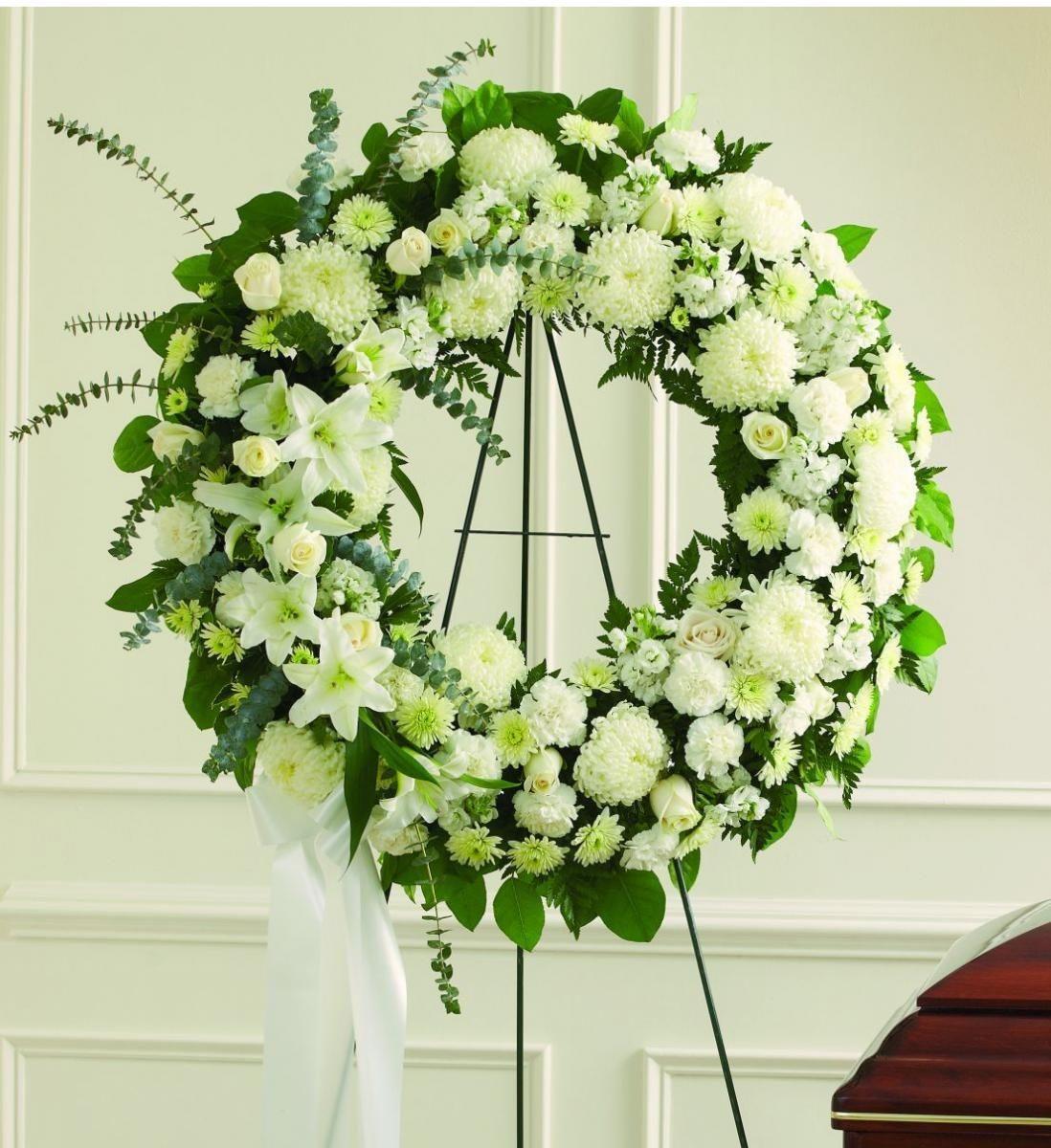 Ảnh có chứa trong nhà, tường, hoa, bó hoa  Mô tả được tạo tự động