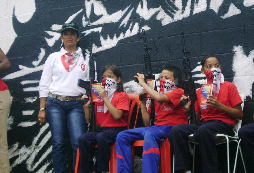 C:\Users\Personal\Desktop\Comisión\Fotos\Niños armados y encapuchados en Venezuela.jpg