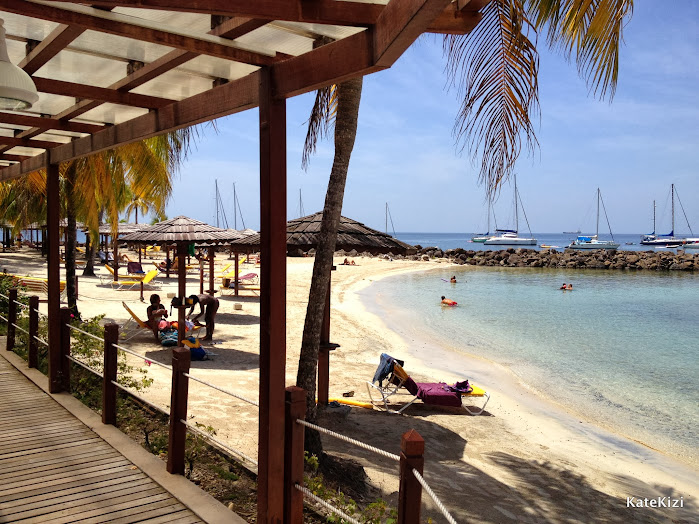 Крытая терраса и выход на пляж