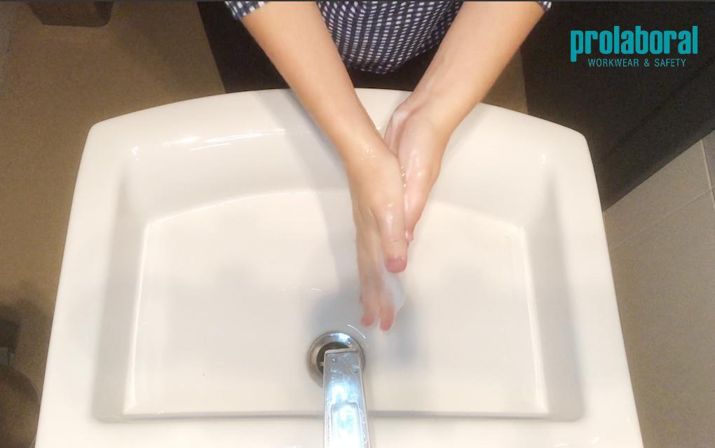 Frotar palma con palma lavado de manos