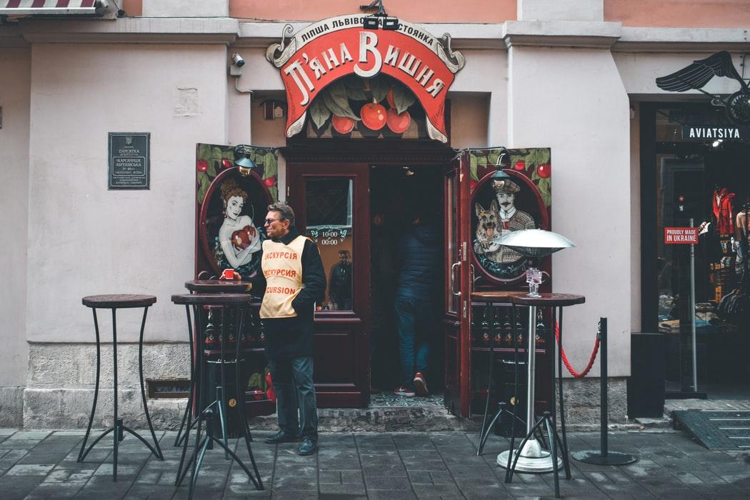 Куди піти поїсти у львові обід сніданок кафе ресторани паби бари