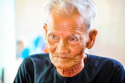 Nơi 'độc' nhất Việt Nam hơn 10 cụ sống 117 tuổi: 90 vẫn chạy xe, làm từ thiện - ảnh 10