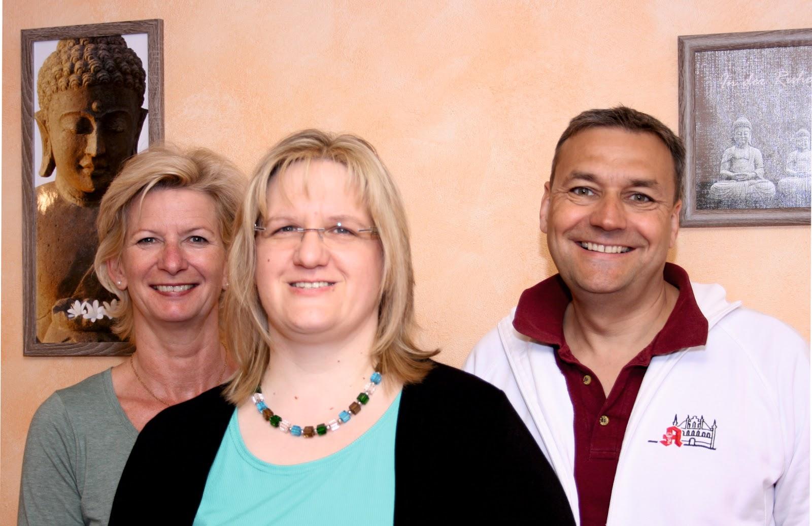Wellness Stube Karin Schapper (M.) mit Petra Weinand und Henning Deuster.jpg
