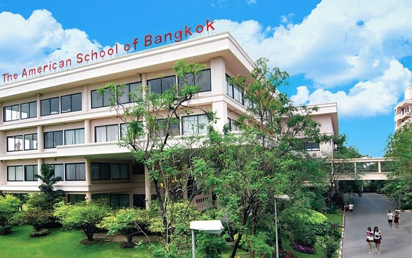 Tin giáo dục hôm nay 11/10: Thái Lan quyết tâm mở cửa trường học trở lại vào đầu tháng 11 bằng việc thực hiện xét nghiệm ngẫu nhiên và tiêm phòng vắc xin cho trẻ em từ 12-18 tuổi. 1