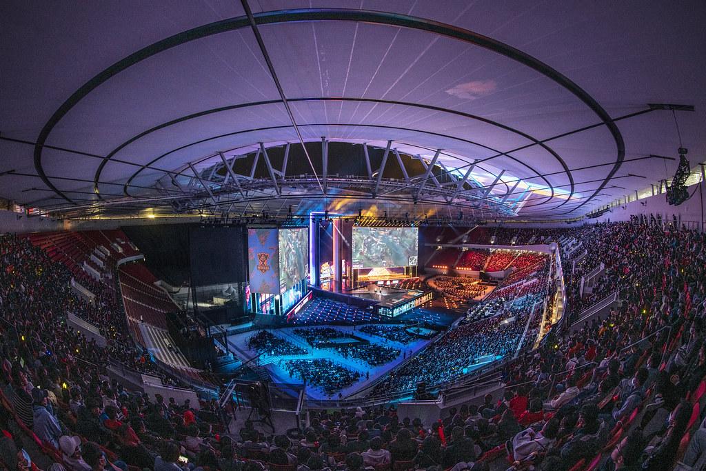 """""""Liên minh huyền thoại"""" đã trở thành một trong số ít các sự kiện thể thao điện tử có thể ra mắt khán giả theo dõi trận đấu vào giữa năm 2020"""