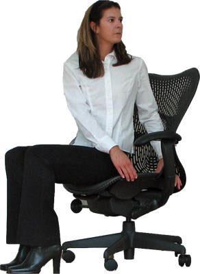 Bài tập thể dụng với ghế xoay nhân viên trong văn phòng