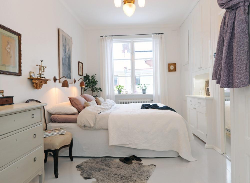 Phòng ngủ nhỏ màu trắng chủ đạo