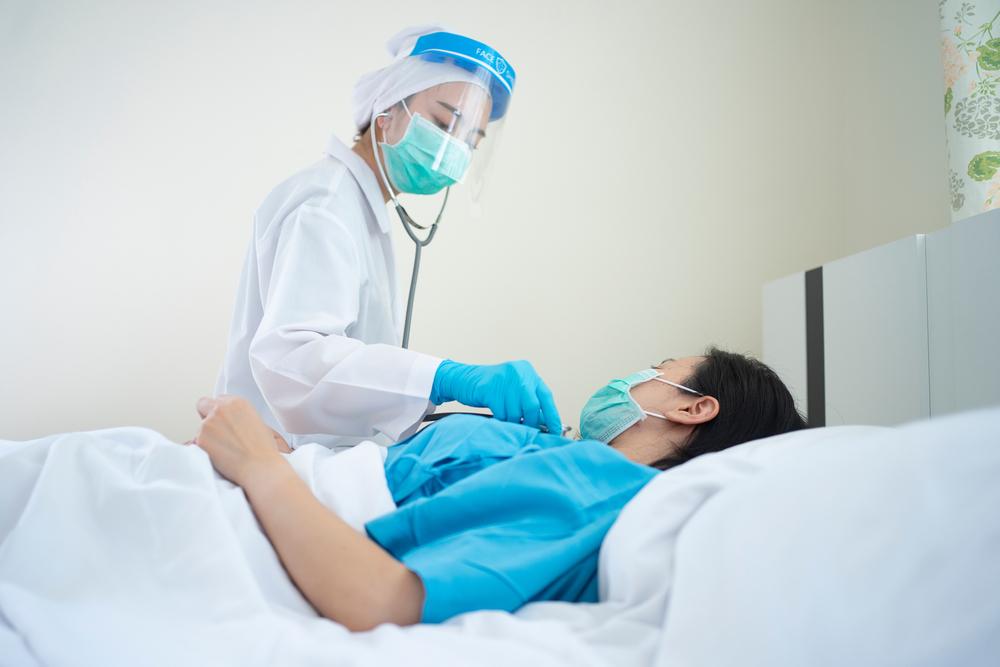 Segundo a pesquisa, mesmo após dois meses após a infecção, muitos pacientes retornaram aos hospitais relatando múltiplas queixas decorrentes de seus casos com o coronavírus. (Fonte: Shutterstock)