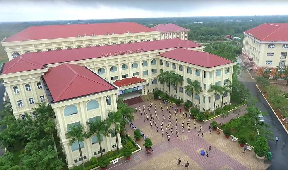 Mái tôn gắn với kiến trúc trường học