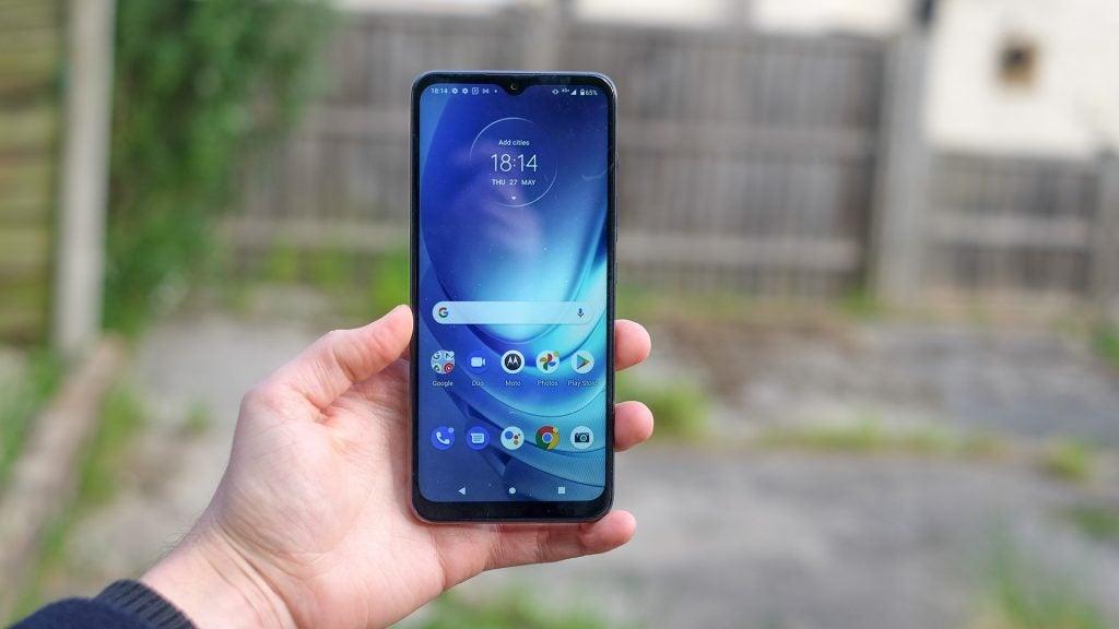 The Motorola Moto G50 homescreen in hand