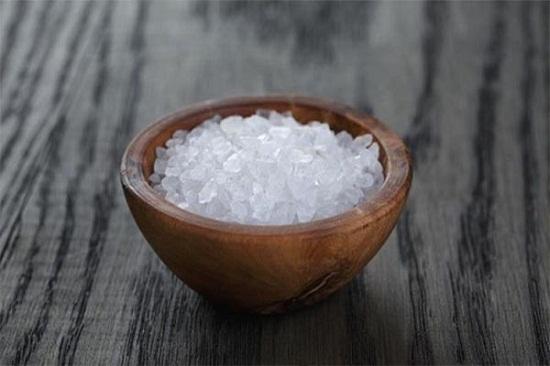 Hóa giải vận xui bằng muối được nhiều người áp dụng.