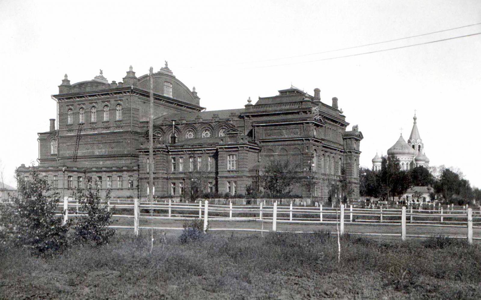 «Народний дім» і Свято-Духівська церква