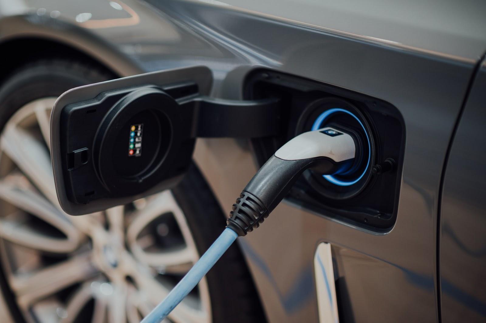 Incentivo a veículos elétricos e formas de mobilidade menos poluentes fazem parte do conceito de retomada verde (Fonte: Unsplash)