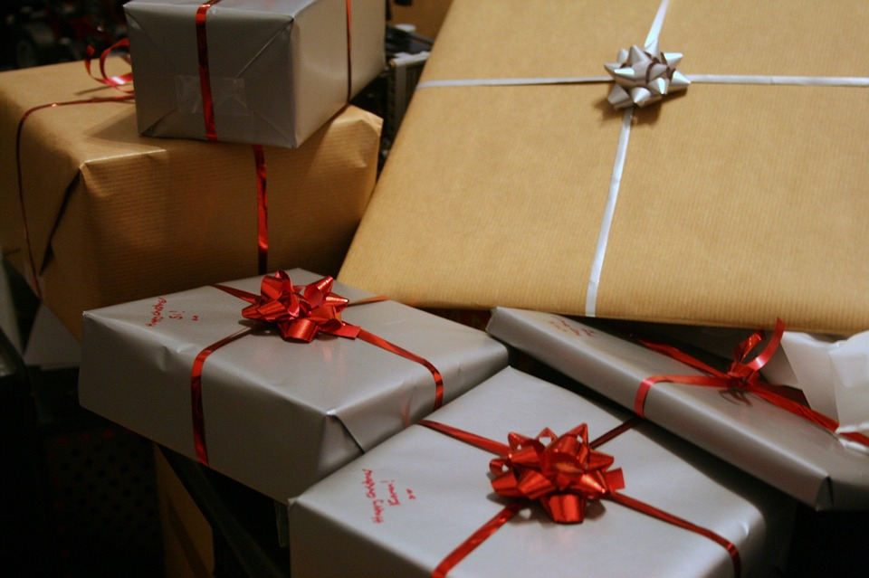 Make Your Presents Known: Basic Etiquette For Giving And Receiving Gifts