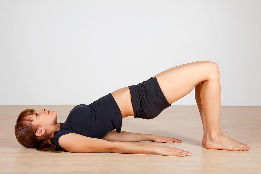 Động tác yoga chữa đau lưng hiệu quả - tư thế cây cầu