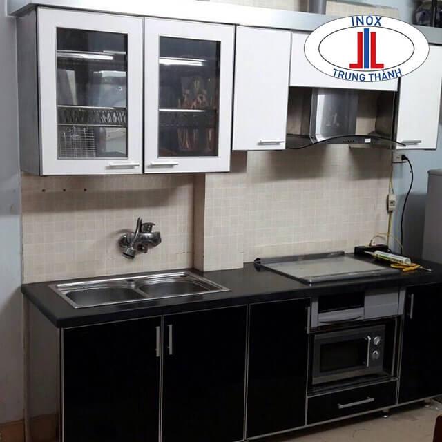 tủ bếp trắng đen