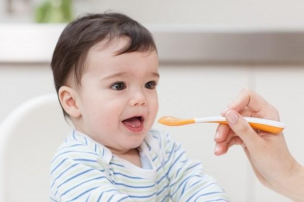 Ăn dặm áp dụng cho bé từ 5 đến 18 tháng tuổi