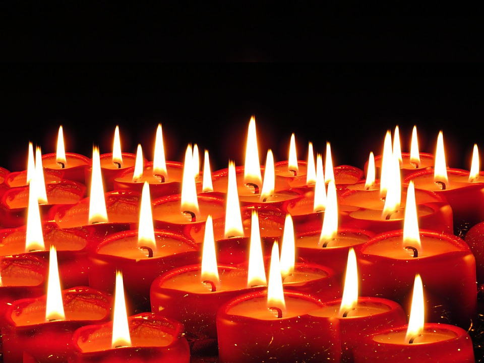 https://cdn.pixabay.com/photo/2015/09/14/07/48/candles-939237_960_720.jpg