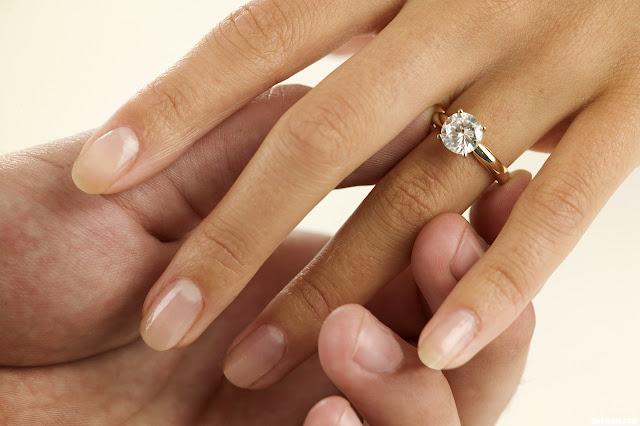 Exceptionnel La bague de fiançailles, un bijou unique VO58