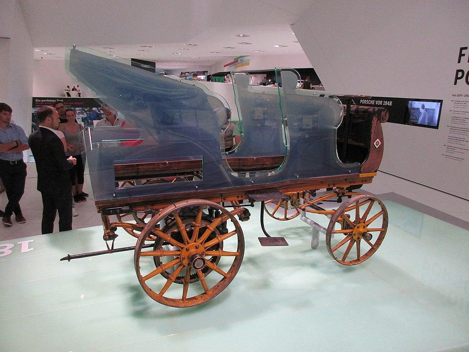 Porsche P1, um dos primeiros elétricos, na virada do século XIX para o XX (Fonte: Wikimedia Commons)