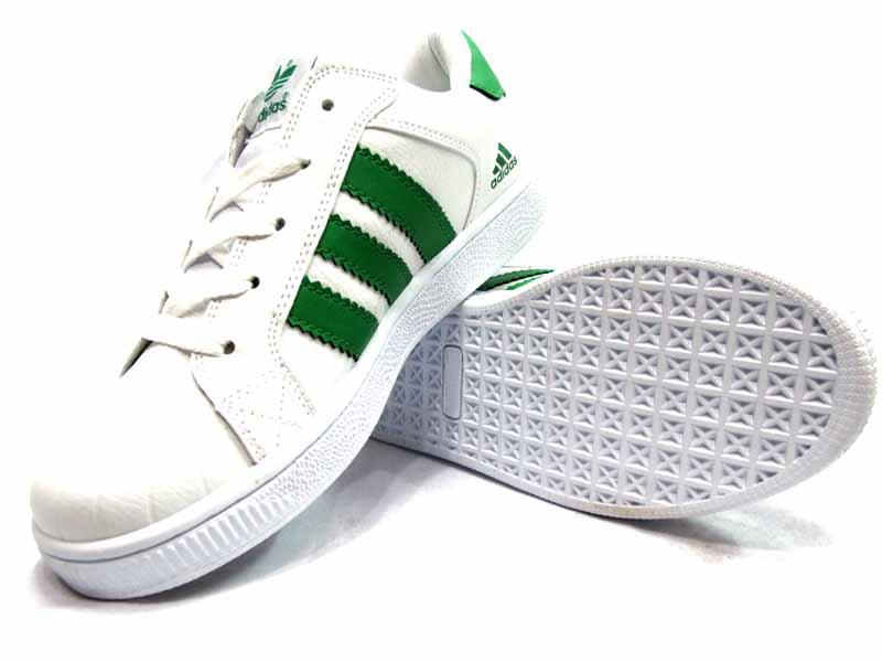 Baking soda giúp làm sạch các vết bẩn cứng đầu trên giày