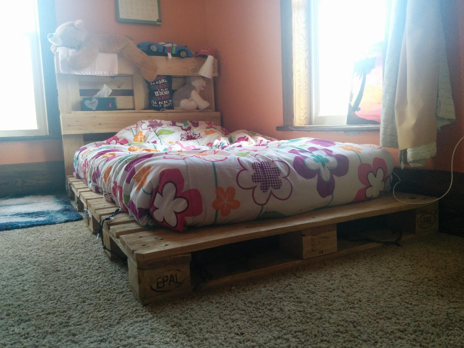 DIY Pallet Bed 2.jpg