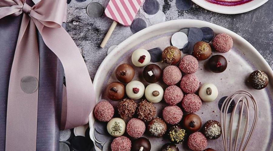 caps šokolādes konfektes