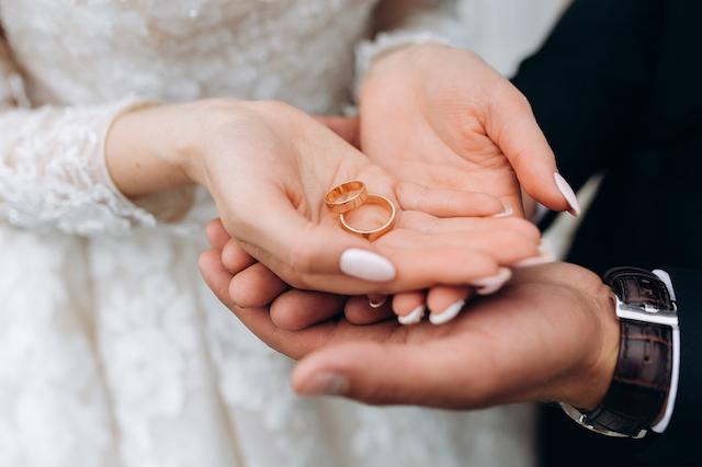 Bán nhẫn cưới là điều tối kỵ trong mối quan hệ vợ chồng