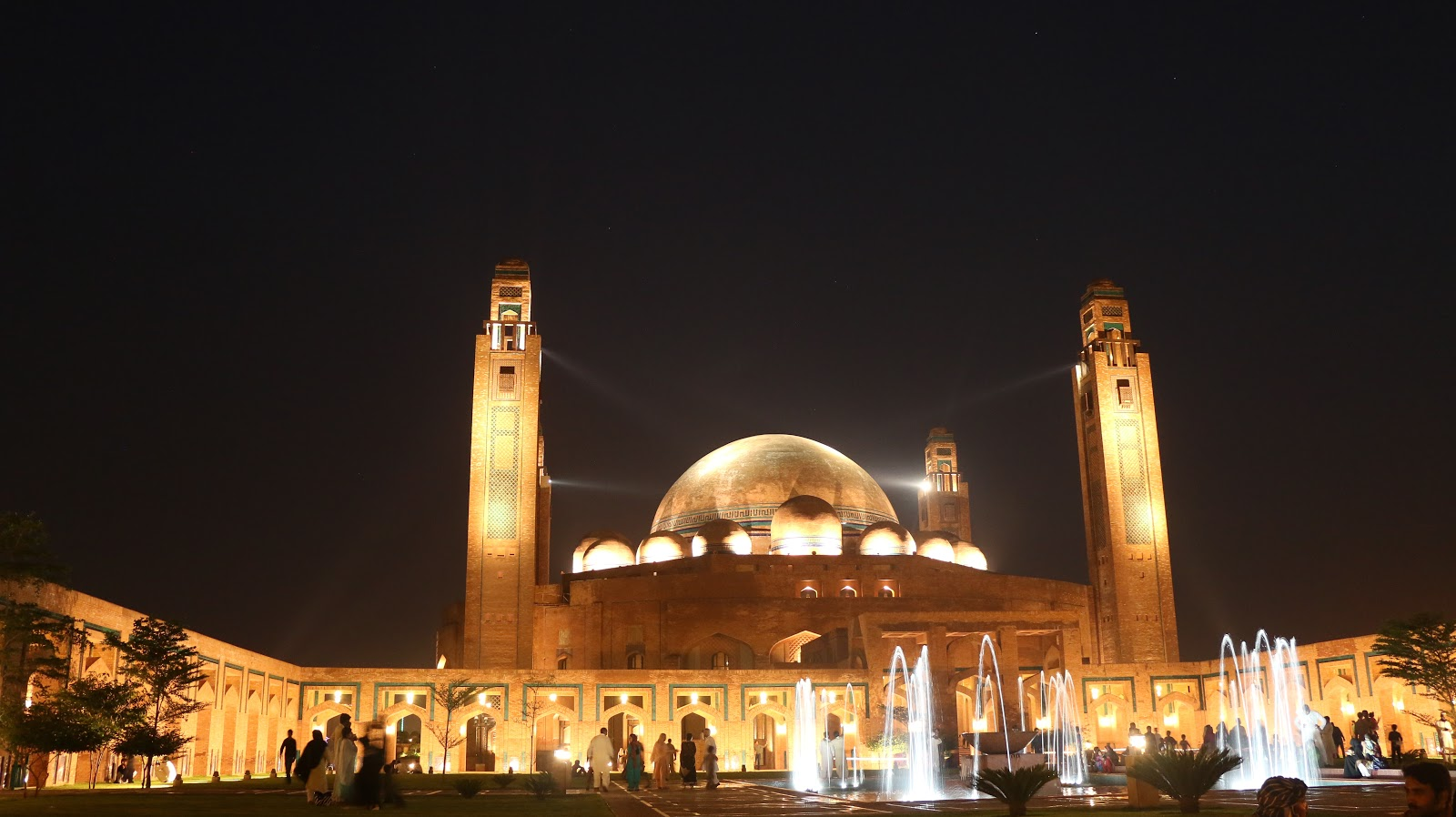 Night view of the Grand Mosque