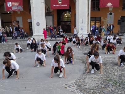 C:\Users\client9\Documents\Foto\2018.19\Erasmus plus lancio Piazza popolo 13.10.18\IMG_20181013_173810.jpg