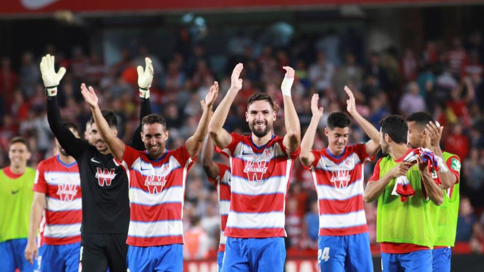 Jugadores del Granada celebrando la victoria ante el Barça