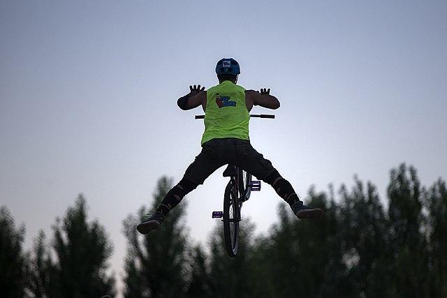 Os atletas são julgados com base na fluidez durante as manobras.(Wikimedia Commons/Reprodução)