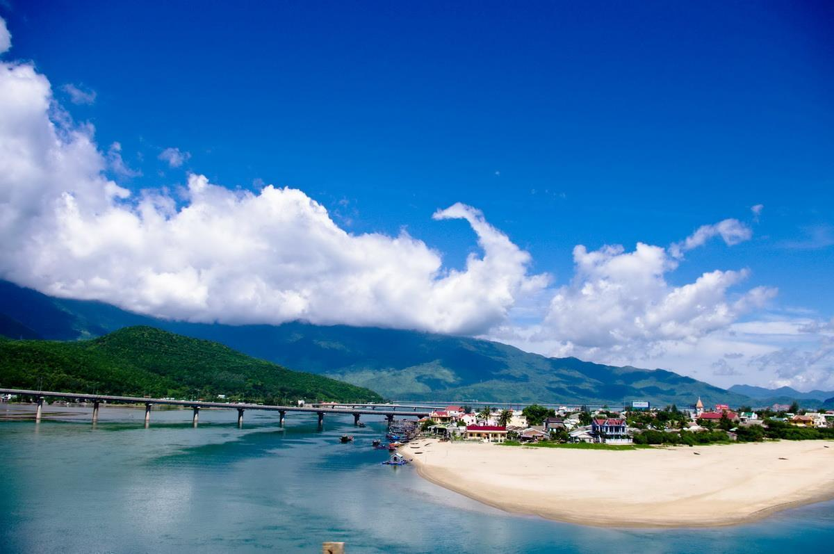 Lang Co beach Hue: best beach in Viet Nam