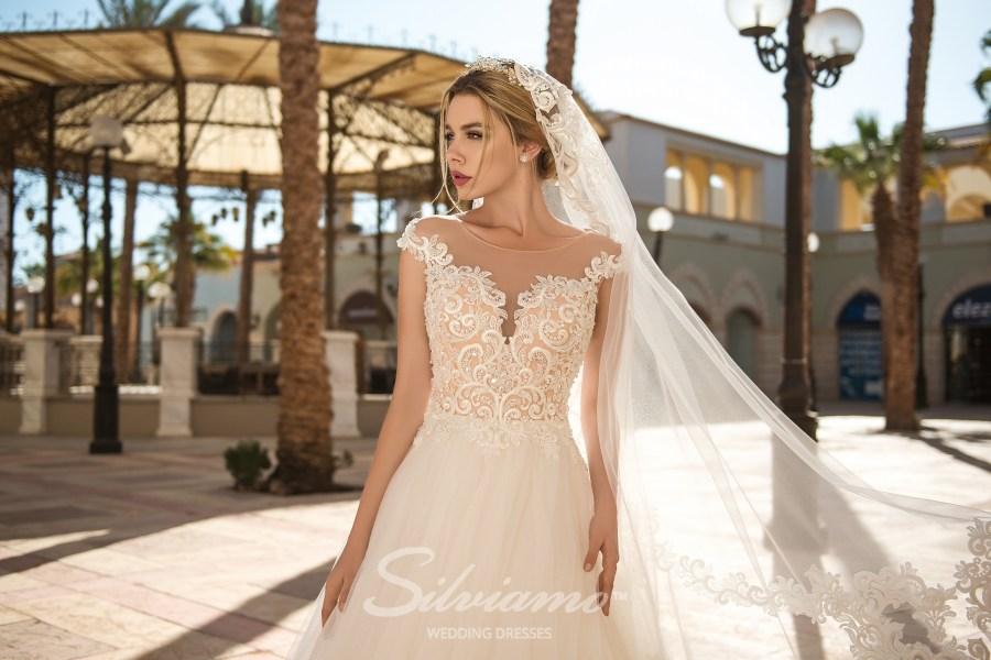 Свадебное платье с кружевным корсетом