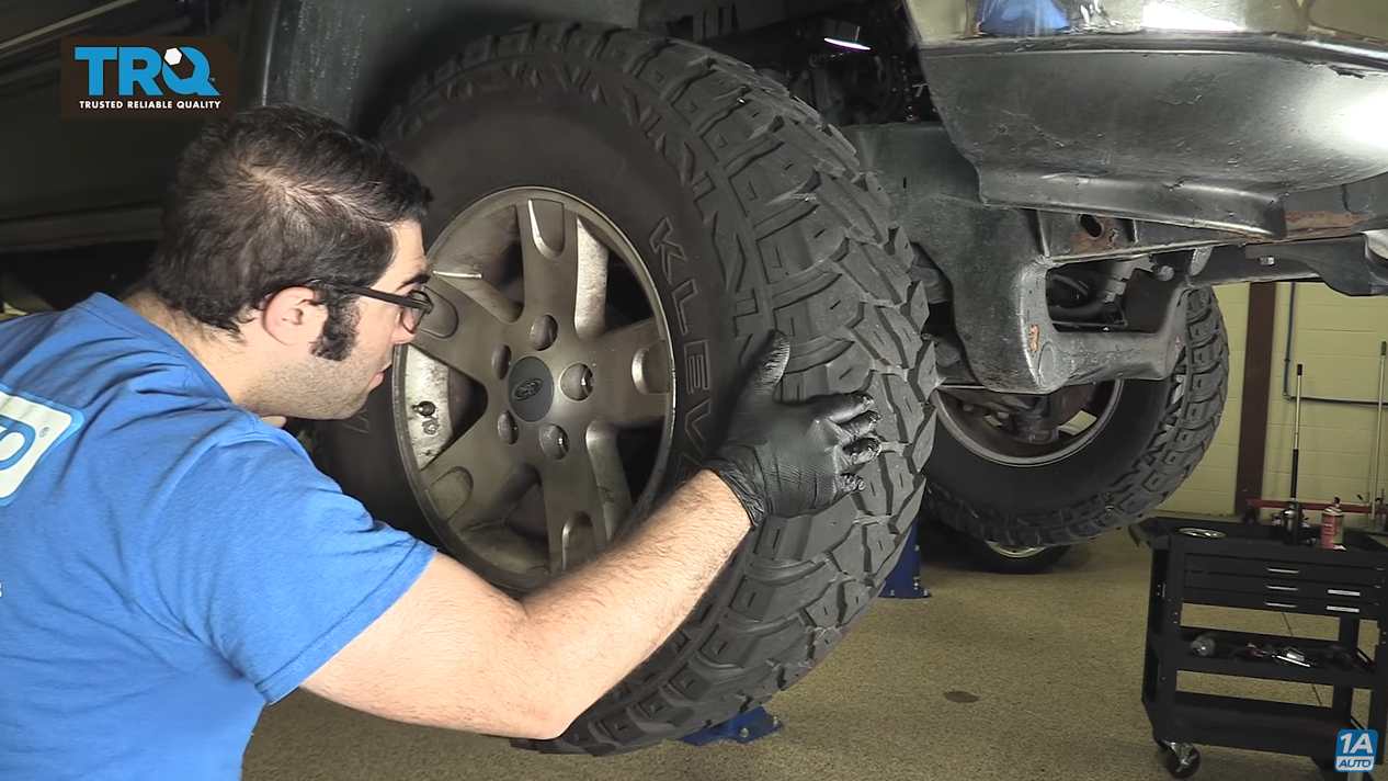 Testing a tie rod by shaking the wheel