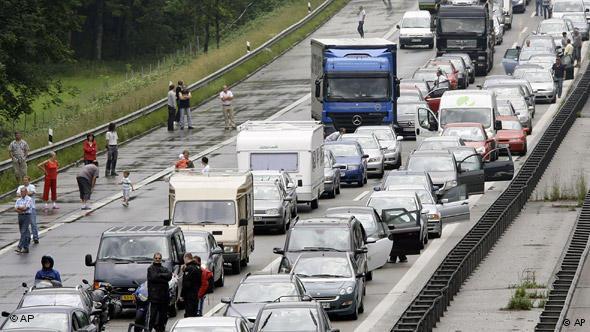 Перекрытый для движения после аварии автобан A8