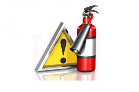 Огнетушитель и знак опасности