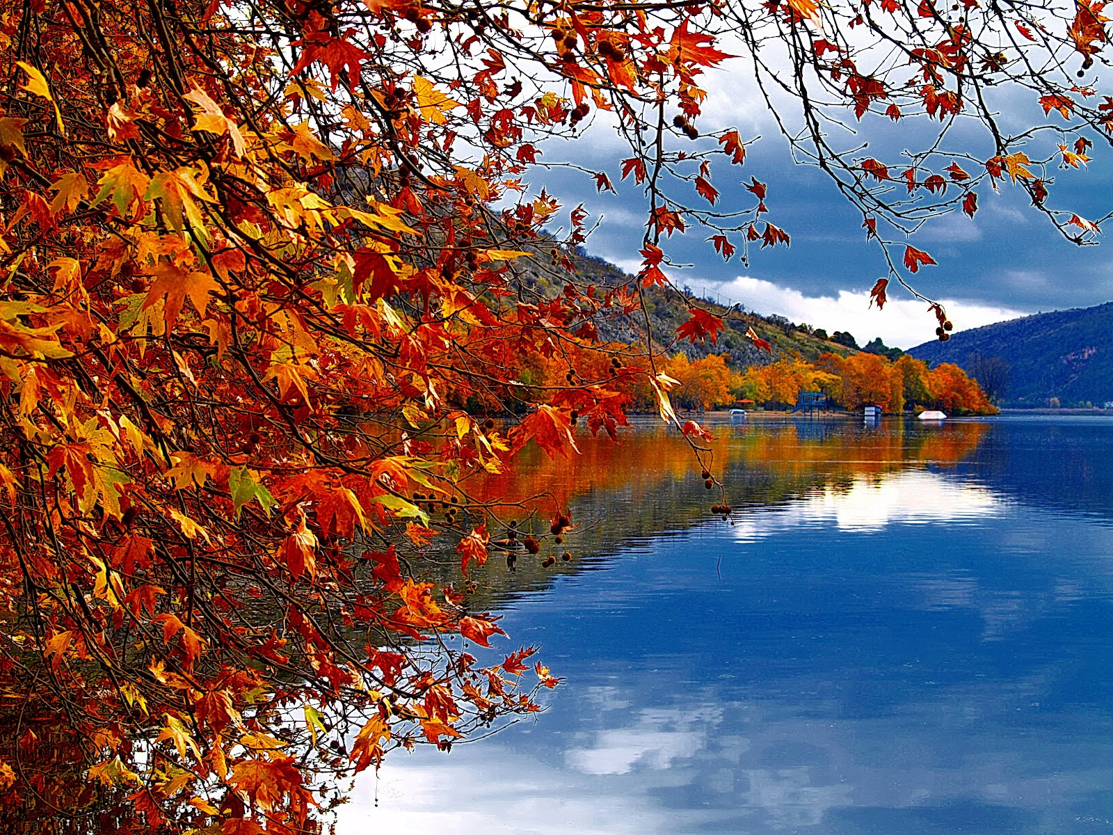 File:Autumn reflection in Kastoria lake, Greece.jpg - Wikimedia ...