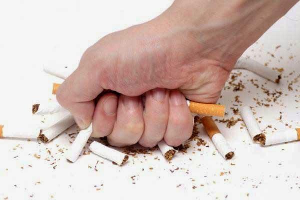 Bỏ hút thuốc lá giảm 30% nguy cơ rối loạn nhịp tim nhanh