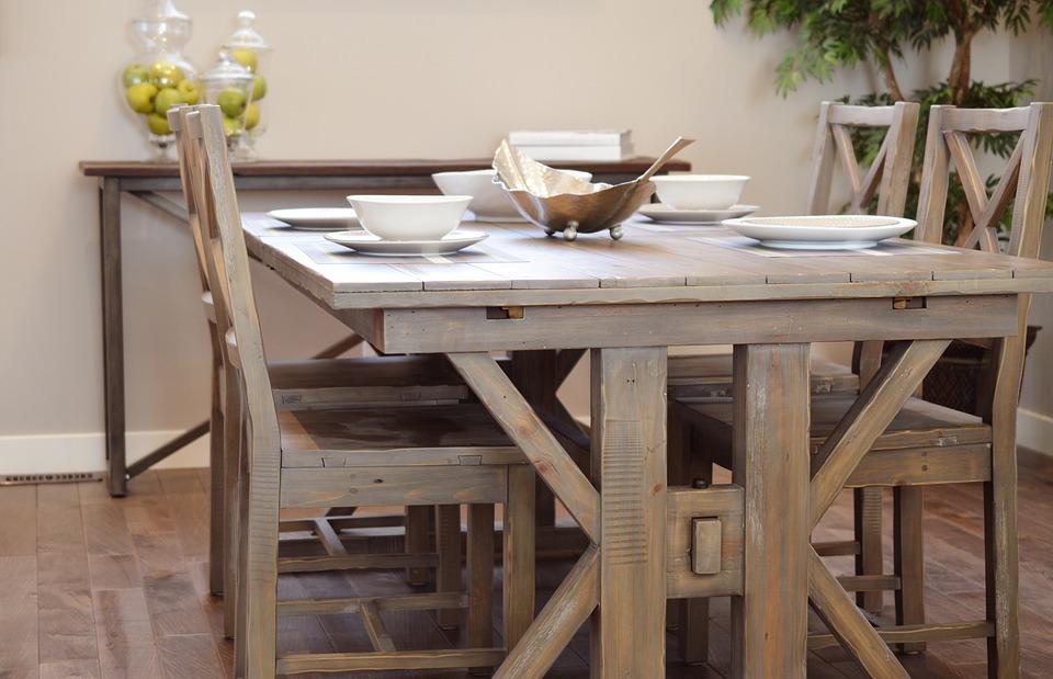 dining-table-2174581_960_720.jpg