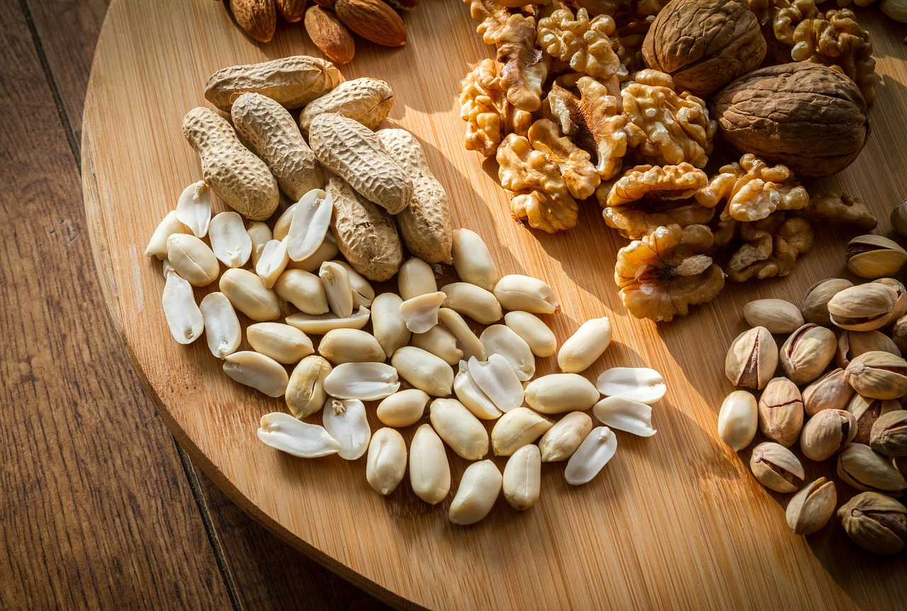 erinevad pähklid alusel