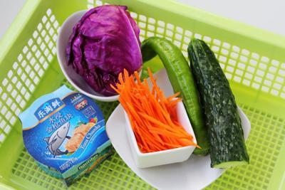 cách làm salad trộn cá ngừ đơn giản 1