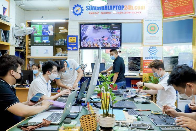 Bên trong một chi nhánh của Sửa chữa Laptop 24h .com