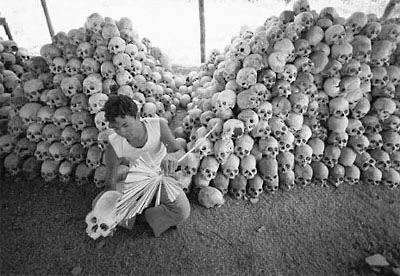 Indonesia-suhartoVictim-skulls.jpg